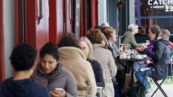 Outdoor dining at a cafe in Dublin (File photo, Rollingnews.ie)