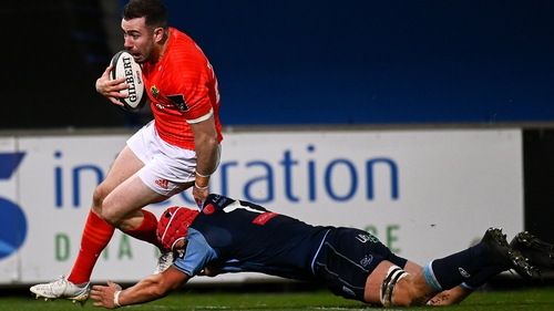 JJ Hanrahan evades James Botham to score Munster's fifth try
