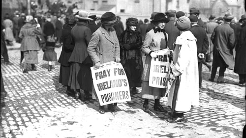 Protesters outside Mountjoy Jail in 1920. Photo: RTÉ Archive