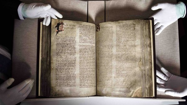 The Book of Lismore consists of 198 large vellum folios and dates from the late 1400s