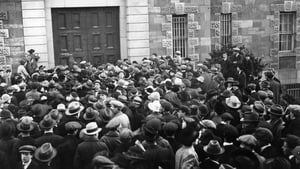 A large crowd outside the door of Mountjoy prison on the day of Kevin Barry's execution. November 1, 1920