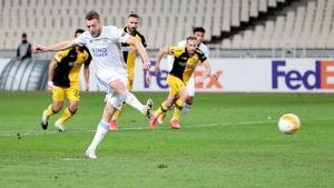 Jamie Vardy dispatches his 18th-minute spot-kick