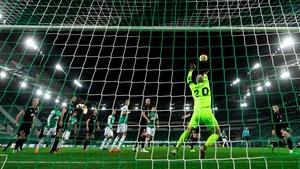 Dundalk goalkeeper Aaron McCarey in action against Rapid Vienna