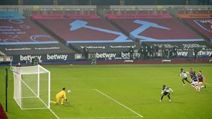 Lukasz Fabianski (L) saves the penalty