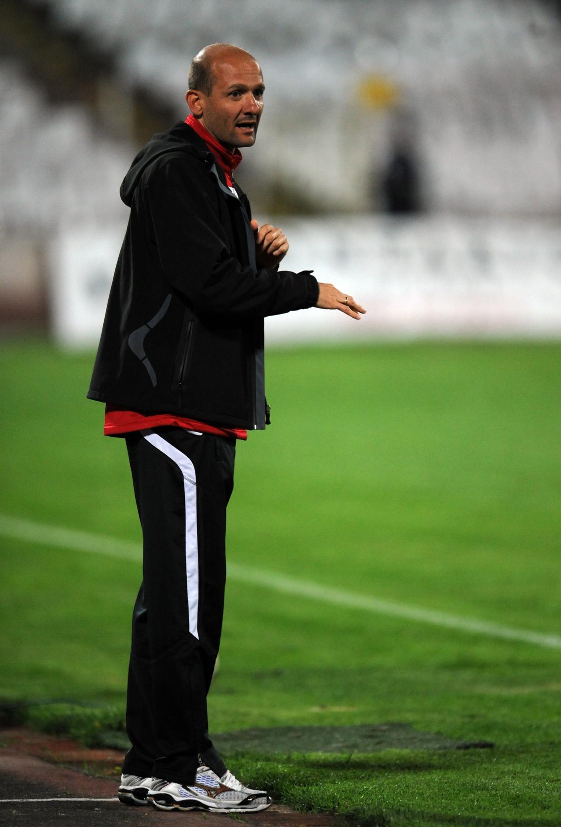 Image - Milen Radukanov on the CSKA touchline in April 2011