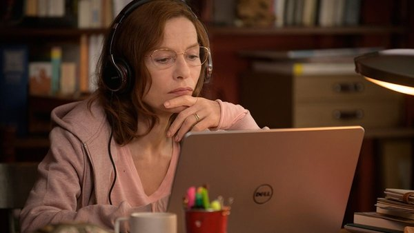 Isabelle Huppert: a double life as her income markedly improves in Mama Weed
