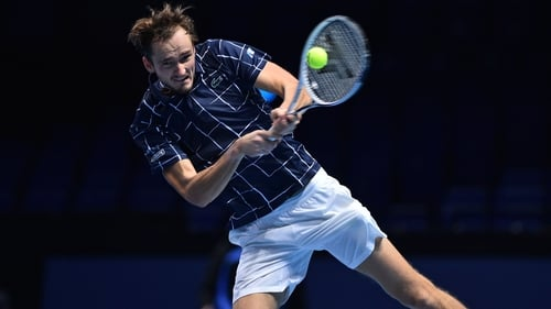 Daniil Medvedev wins the match with a powerful crosscourt backhand
