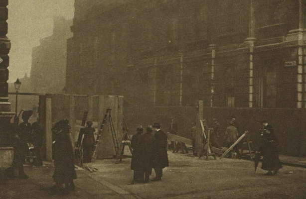 Barricades being put up to protect the government buildings on Downing Street Photo: Illustrated London News, 4 December 1920