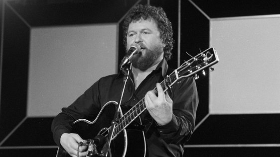 Jim McCann on 'Festival Folk' with The Dubliners (1985)