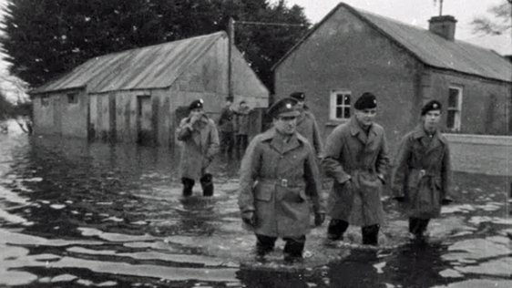 Army patrols during floods along the River Shannon (1965)