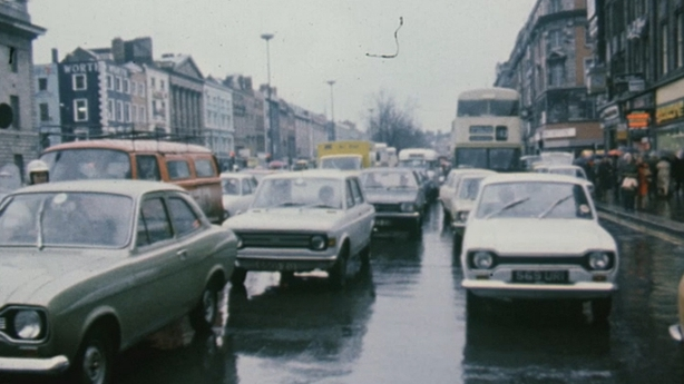O'Connell Street traffic (1975)