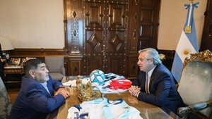 Argentinian President Alberto Fernandez in a meeting with Maradona in 2019