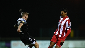 Ryan De Vries of Sligo Rovers in action against Conor McCormack of Derry City