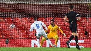 Robin Gosens scores Atalanta's second goal