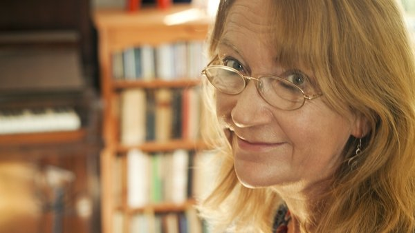 Ceannródaithe faoi cheilt: Look! It's a woman writer!