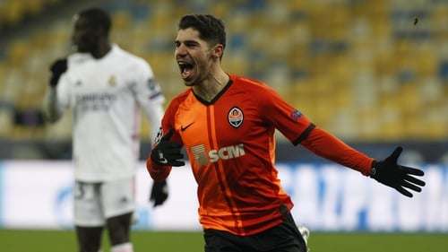 Manor Solomon of Shakhtar celebrates after scoring