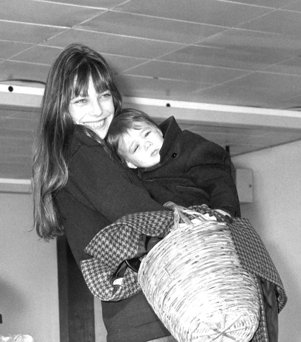 Jane Birkin with her daughter Charlotte in 1972