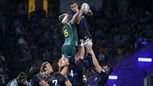 Argentina's Santiago Grondona (R) and Australia's Matt Philip fight for the ball in Sydney
