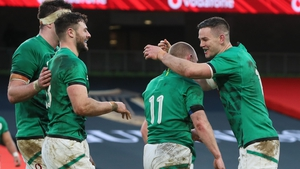 Jonathan Sexton (R) congratulates Ireland's wing Keith Earls after he scored a try