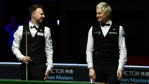 Judd Trump (L) chats with Neil Robertson