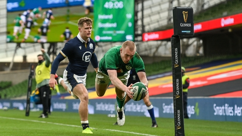 Keith Earls scoring his second try in Ireland's 31-16 win over Scotland
