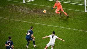 Jordan Flores scores Dundalk's first goal