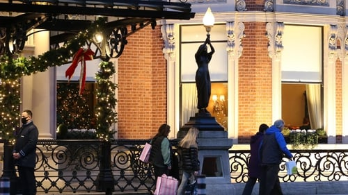The statues, depicting women holding torches, have been a familiar sight there for 153 years (Pic: RollingNews.ie)