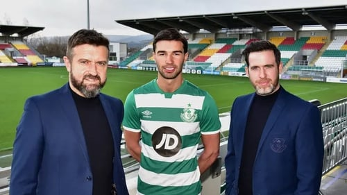Danny Mandroiu (C) poses with Stephen McPhail (L) and Stephen Bradley