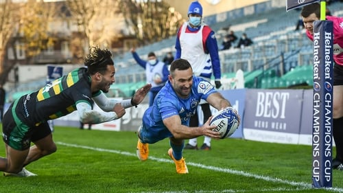 Dave Kearney dives over for Leinster's third try