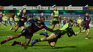 John Porch evades Niyi Adeolokun to score Connacht's second try