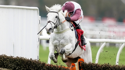 Silver Streak recorded a gutsy win from the front at Kempton