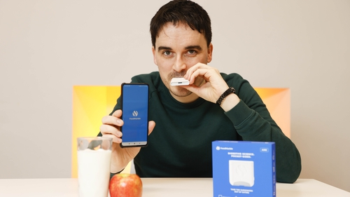 Aonghus Shortt with FoodMarble's AIRE device and app.