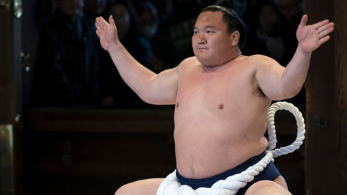 Hakuho performs a kata during the ring-entering ceremony at the Meiji Jingu Shrine in January last year