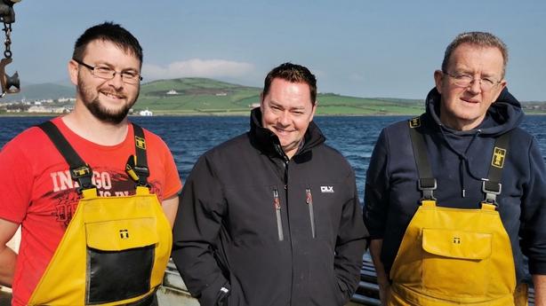 Neven with Dingle crab fishermen John O Sullivan L and Michael Brosnan