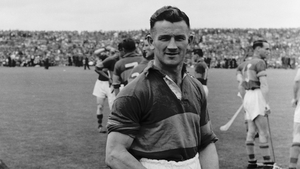 Theo English pictured after the 1958 Munster hurling final against Waterford