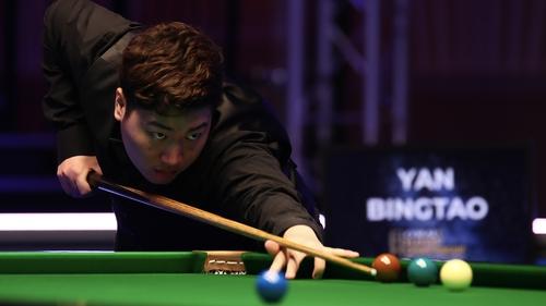 Yan Bingtao will face Stephen Maguire in the quarter-finals