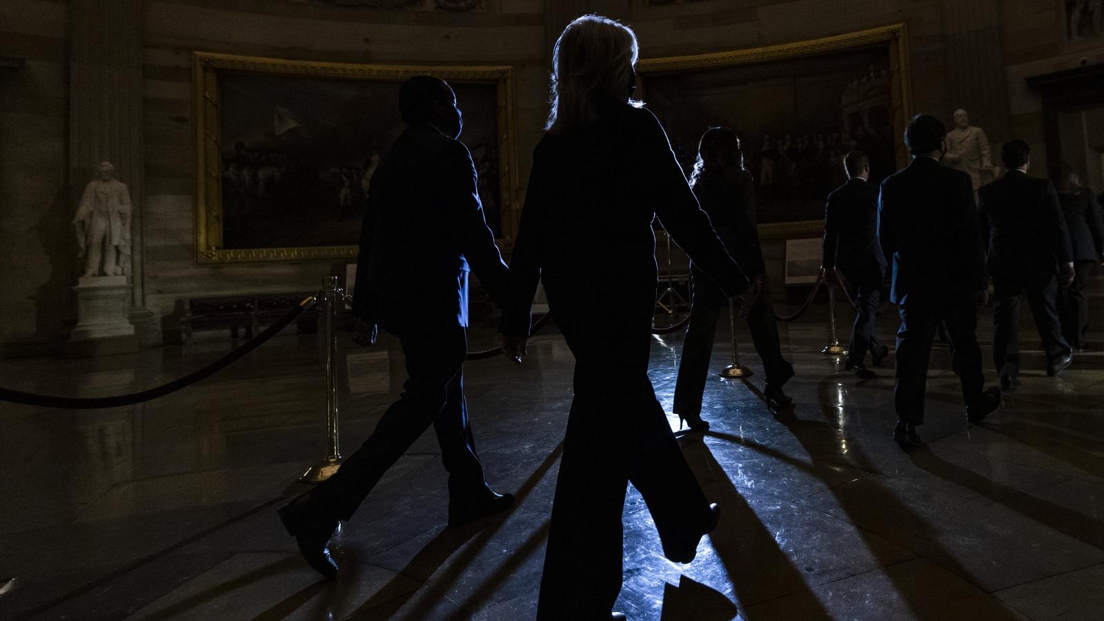 House sends Trump impeachment article to Senate