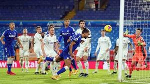 Everton's Dominic Calvert-Lewin heads home from close range