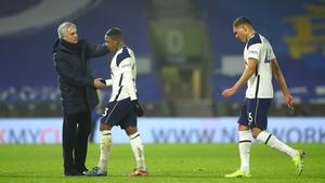 (L - R) Jose Mourinho, Steven Bergwijn and Carlos Vinicius