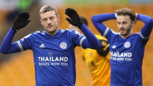 Jamie Vardy reacts to missing a late chance for Leicester