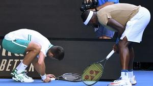 Novak Djokovic helps Frances Tiafoe find his vibration dampener at Rod Laver Arena