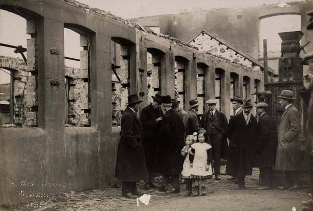 American relief committee visiting Balbriggan Photo: National Library of Ireland, HOG W51