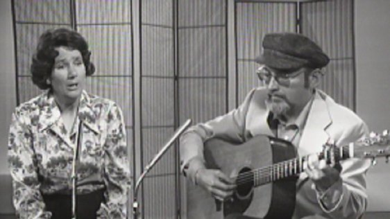 Singer Fionnuala Mac Lochlainn and presenter Bill Williams performing on 'Make Music : Ballads' (1976)