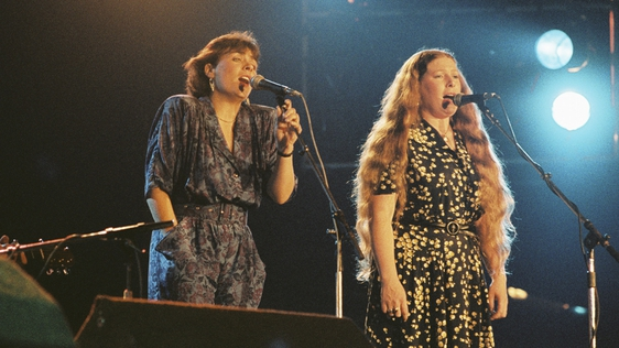 Mary Black and Dolores Keane performing with De Dannan (1986)