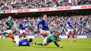 Keith Earls scores Ireland's fourth try in 2019