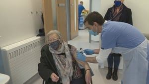 Mary White, 92, from Waterford receives her vaccination