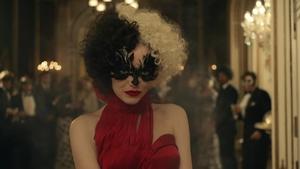 Emma Stone transforms into Disney villain Cruella de Vil