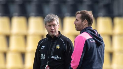 La Rochelle head coach Ronan O'Gara talks with Stade Francais' counterpart Gonzalo Quesada
