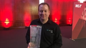 Jordan Brown with the Ray Reardon trophy (Image via Rob Walker)