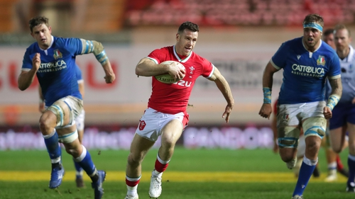 Gareth Davies in action against Italy in the Autumn Nations Cup